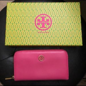 Tory Burch wallet ❤️ Hot Pink color